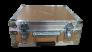 maleta-personalizada-con-grabado-de-logo-en-madera-para-evento-publicitario.2