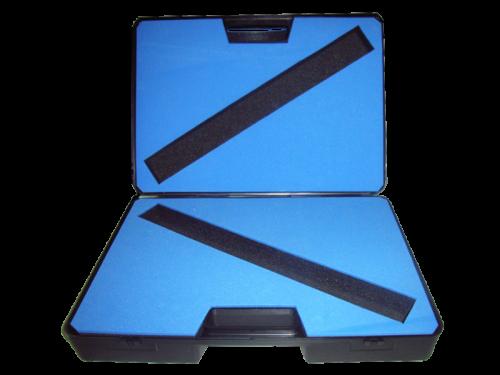 maletines-de-plastico-con-interior-de-goma-espuma-para-utiles
